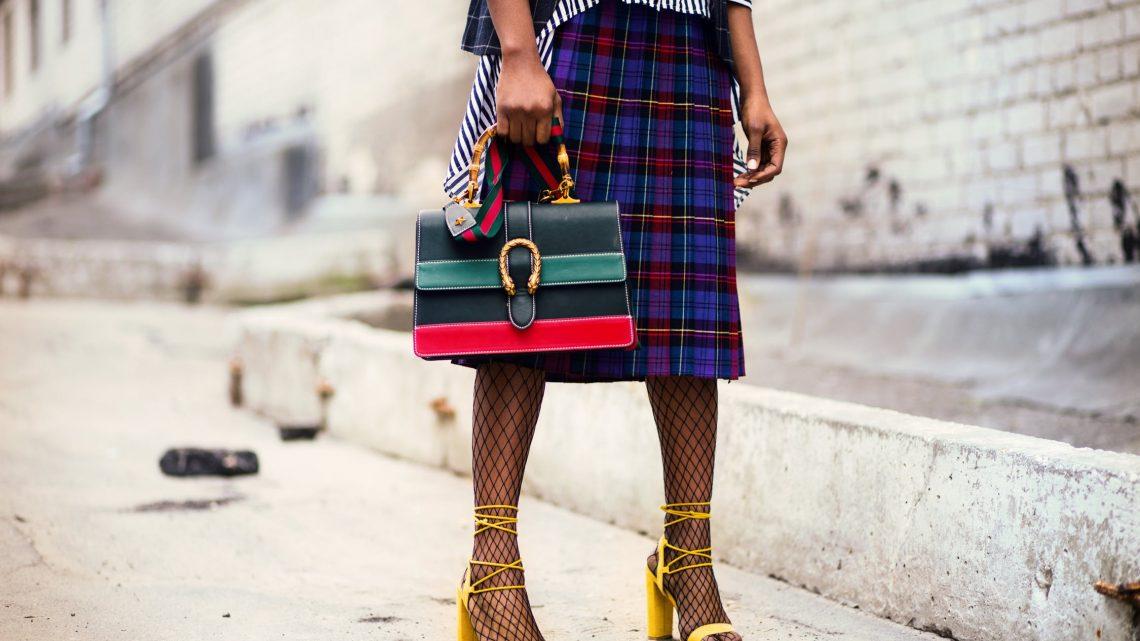 Wat extra kleur toevoegen aan je outfit? 3 tips!
